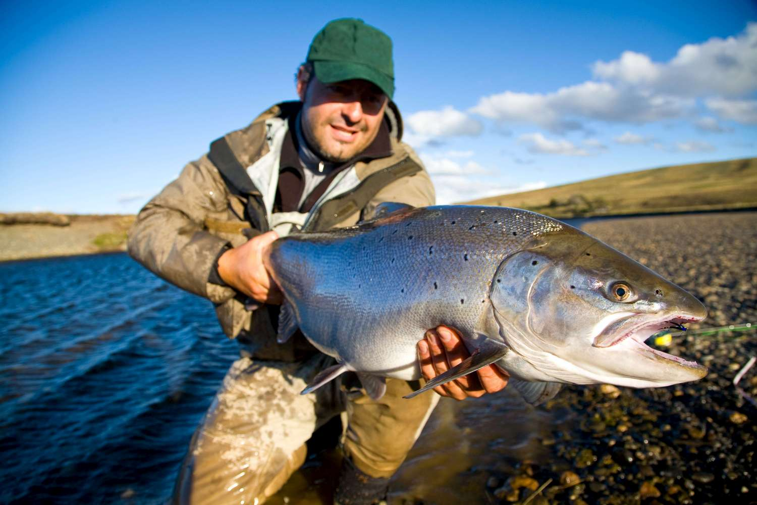 Cameron Lodge; sea trout fishing Rio Grande, TDF, Chile