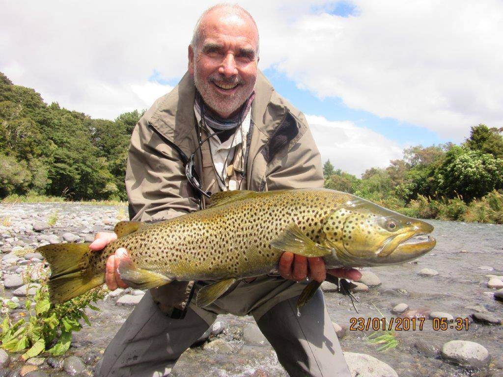 Tongariro Lodge, Tongariro River, New Zealand, Trout fishing, Aardvark McLeod