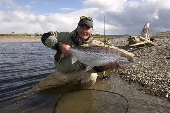Fishing the Rio Irigoyen for sea trout in Argentina, rio irigoyen river, world end lodge, far end river, sea trout fishing argentina, aardvark mcleod, tierra de fuego, fishing tdf, sea trout tdf